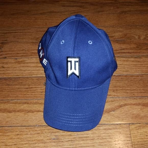 a82dea01aa752 Nike Tiger Woods VR ONE Golf Hat FlexFit S M. M 5c18722d9fe486cbe69f9767